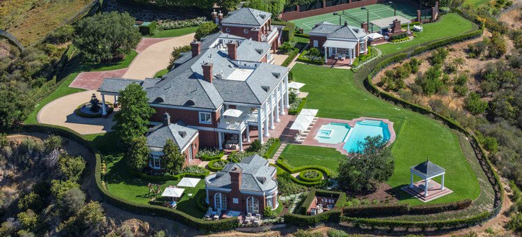 STUNNING HOMES THAT BELONG TO CELEBRITIES OVER 40 homes STUNNING HOMES THAT BELONG TO CELEBRITIES OVER 40 feat2