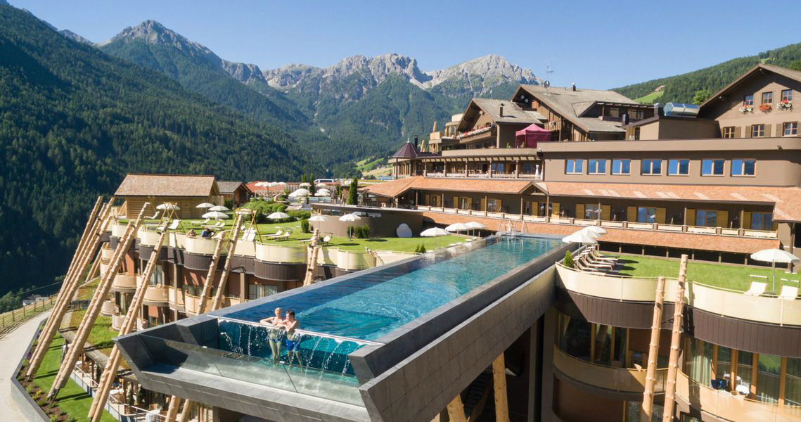 luxury pools Discover The Most Astonishing Luxury Pools around the Globe Discover The Most Astonishing Luxury Pools around the Globe Featured