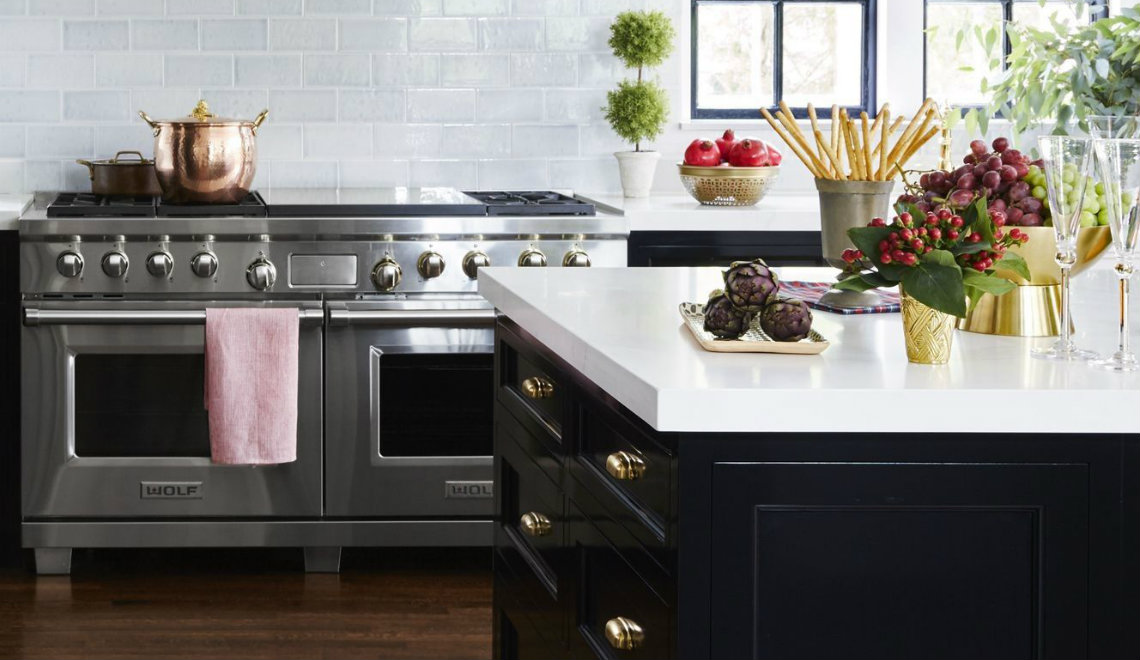 black kitchen 10 Sexy Black Kitchen Ideas featured 1