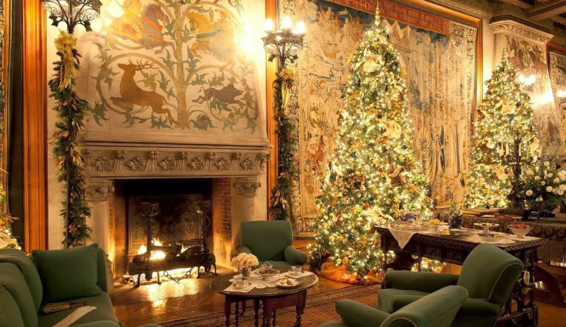 Decorate Your Living Room In The Most Christmasy Way Possible