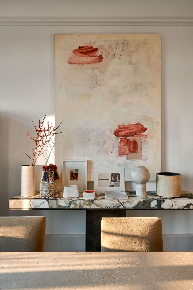 Joseph Dirand Designs Calm And Subtle Paris Apartment (6) joseph dirand Joseph Dirand's Paris Apartment Doubles As A Marble Wonder Joseph Dirand Designs Calm And Subtle Paris Apartment 6