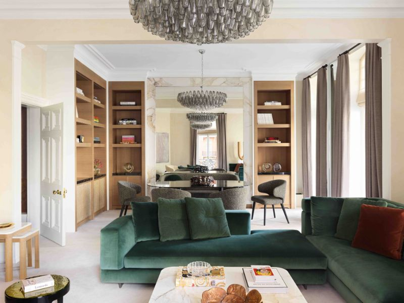 A Glamorous London Apartment With A Clever Use Of Wallpaper (1) london apartment A London Apartment Where Art and Wallpaper Add Depth To The Interiors A Glamorous London Apartment With A Clever Use Of Wallpaper 1
