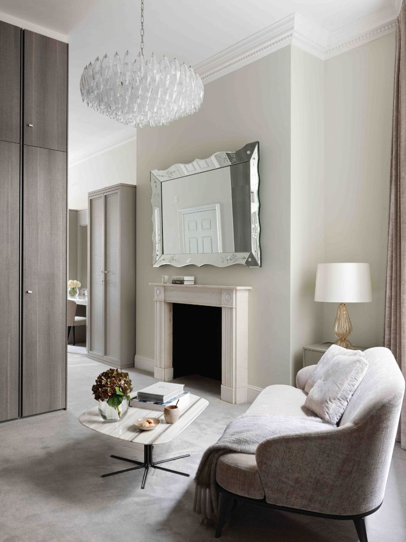 A Glamorous London Apartment With A Clever Use Of Wallpaper (4) london apartment A London Apartment Where Art and Wallpaper Add Depth To The Interiors A Glamorous London Apartment With A Clever Use Of Wallpaper 4