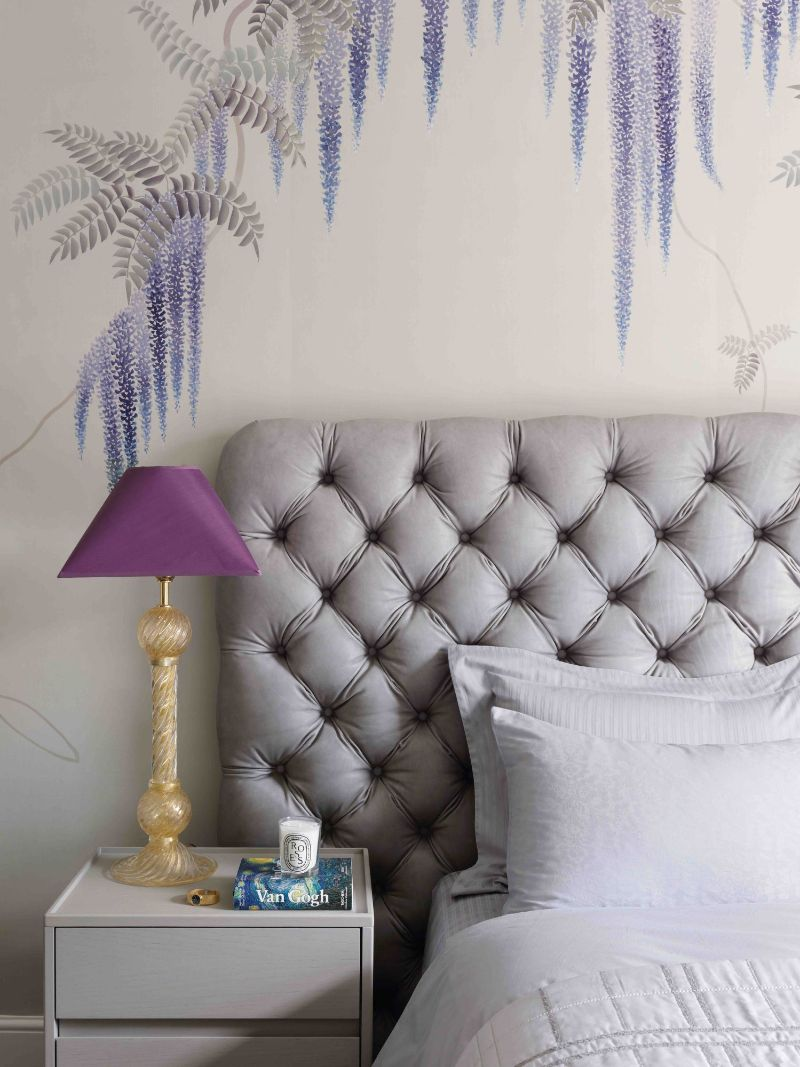 A Glamorous London Apartment With A Clever Use Of Wallpaper (5) london apartment A London Apartment Where Art and Wallpaper Add Depth To The Interiors A Glamorous London Apartment With A Clever Use Of Wallpaper 5