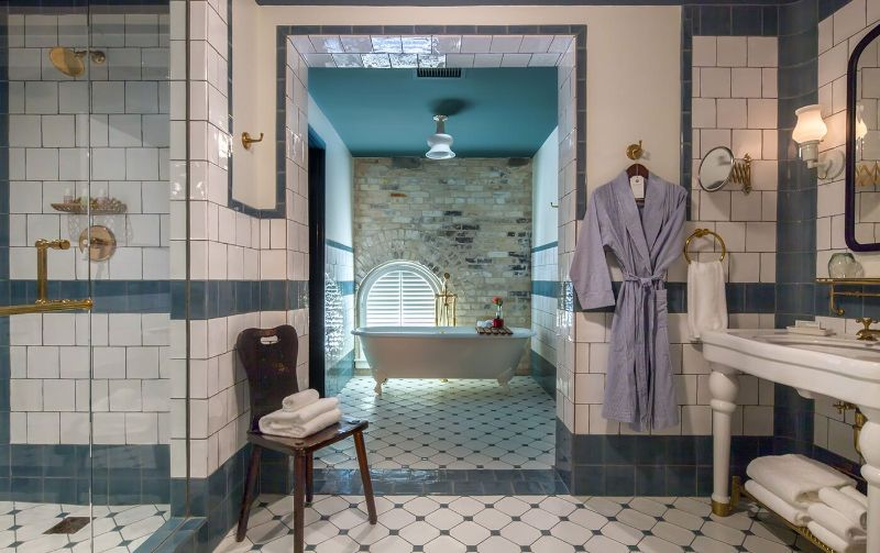 Luxury Hotel Bathrooms To Inspire Your Next Restroom Renovation (10) hotel bathroom Luxury Hotel Bathrooms To Inspire Your Next Restroom Renovation Luxury Hotel Bathrooms To Inspire Your Next Restroom Renovation 10