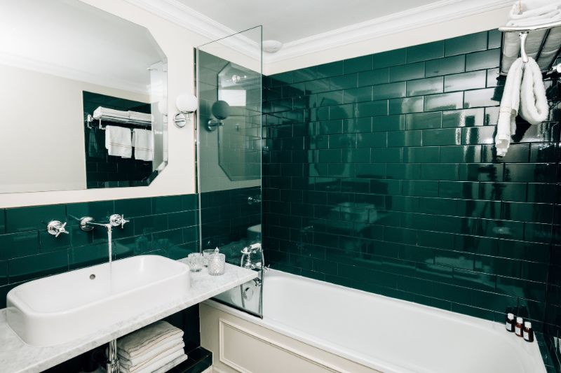 Luxury Hotel Bathrooms To Inspire Your Next Restroom Renovation (11) hotel bathroom Luxury Hotel Bathrooms To Inspire Your Next Restroom Renovation Luxury Hotel Bathrooms To Inspire Your Next Restroom Renovation 11