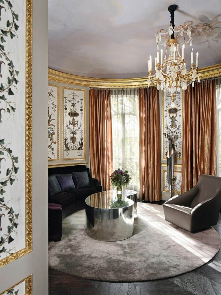 Modern Home With Parisian Glamour - Step Into This French Home modern home Modern Home With Parisian Glamour – Step Into This French Home 6YE9Ec73 smokemirrors4 768x1024 1