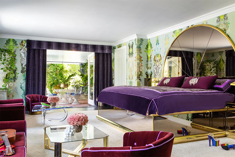 Take a Tour of Model Cara Delenvigne's Luxury and Feminine Los Angeles Home cara delevingne Take a Tour of Model Cara Delevingne Luxury and Feminine Los Angeles Home Luxury and Feminine Los Angeles Home4