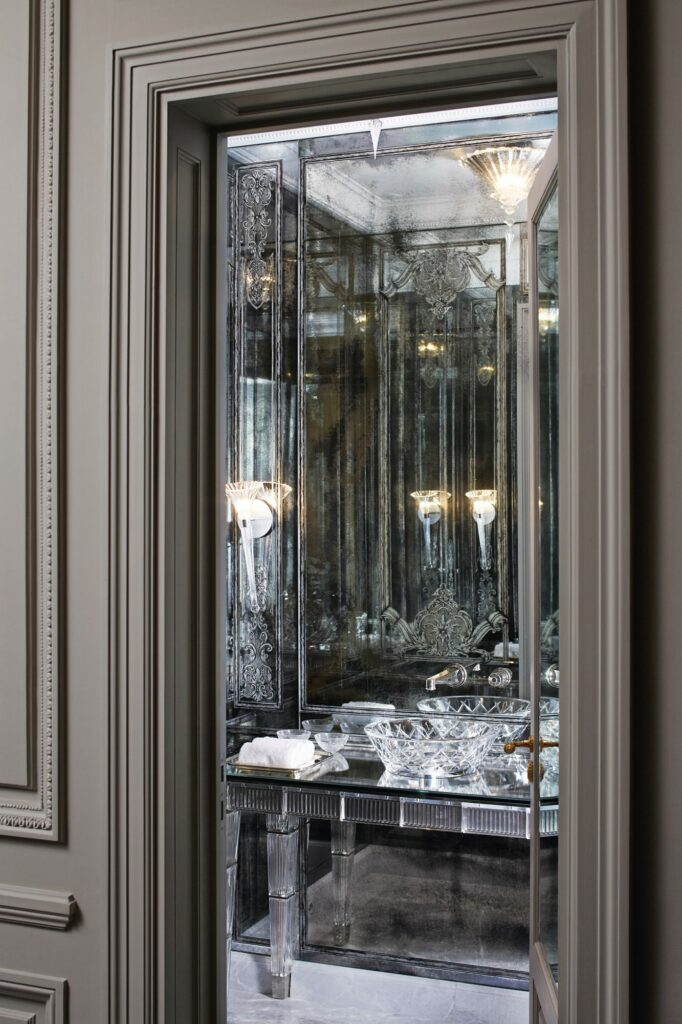 Modern Home With Parisian Glamour - Step Into This French Home modern home Modern Home With Parisian Glamour – Step Into This French Home smokemirrors9 682x1024 1