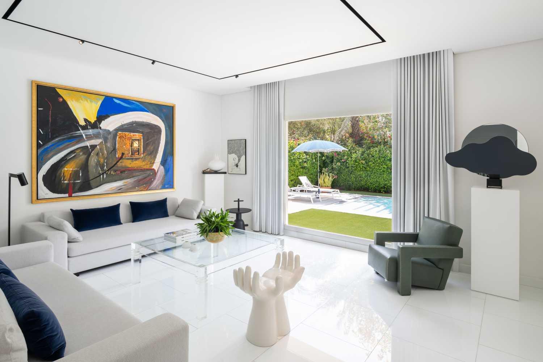 Sam Farhang Invites Us Into His Calm and Contemporary Home